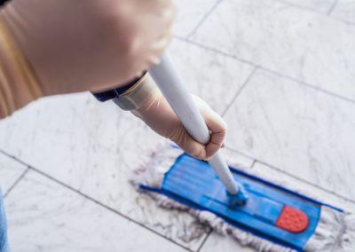 Reinigung von Fliesen-Fußböden